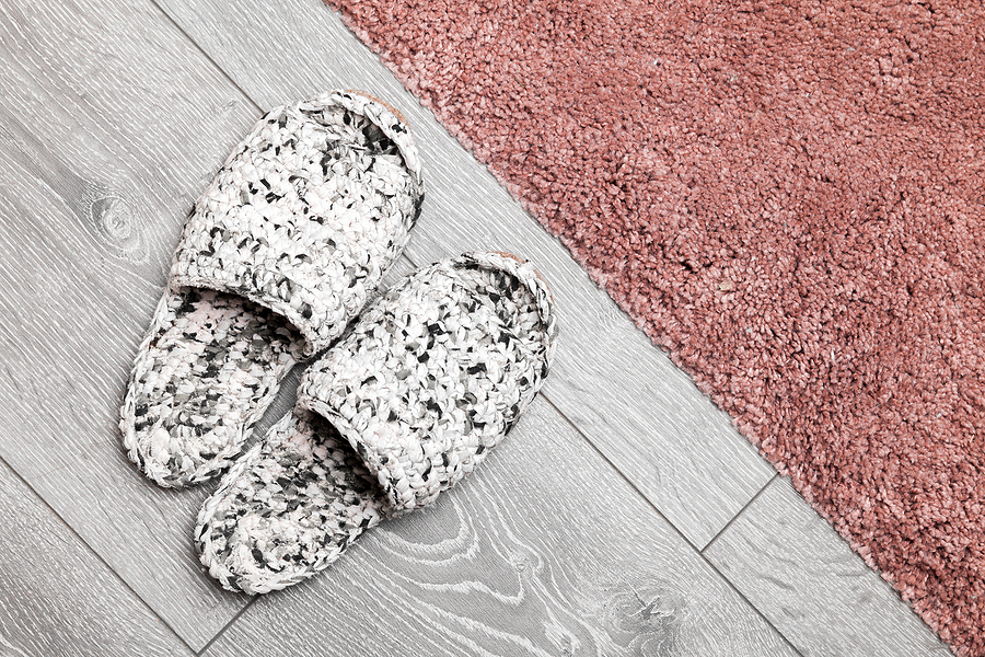 4 zalety, przez które warto wybrać białe podłogi do własnych wnętrz